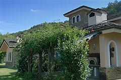 Luxus Villa zum Verkauf im Piemont(Piemonte). - Front view of the property