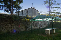 Group of Langhe Stone houses for sale in Piemonte. - View of a stone barn