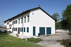 Country House with vineyard views for sale in Piemonte. - Front view of the property