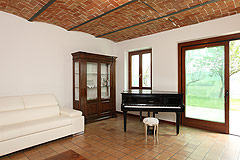 Country House with vineyard views for sale in Piemonte. - Living area