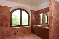 Country House with vineyard views for sale in Piemonte. - Bathroom - First Floor