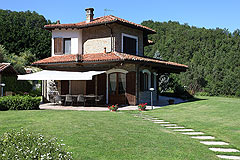 Prestigiosa  villa nelle vicinanze di Canelli - Side view of the property