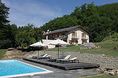 Country Estate with Barbera d'Asti DOCG and Moscato DOCG vineyards - Wonderful country home with swimming pool, vineyards and guest accommodations.