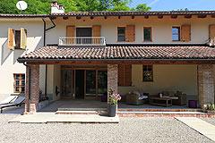 Landsitz mit Barbera d'Asti DOCG und Moscato DOCG Weinbergen zum Verkauf im Piemont Italien - Entrance  to the property