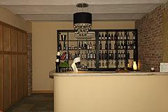 Landsitz mit Barbera d'Asti DOCG und Moscato DOCG Weinbergen zum Verkauf im Piemont Italien - Bar area