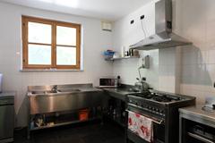 Landsitz mit Barbera d'Asti DOCG und Moscato DOCG Weinbergen zum Verkauf im Piemont Italien - Professional kitchen