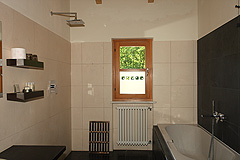 Country Estate with Barbera d'Asti DOCG and Moscato DOCG vineyards - Guest bathroom
