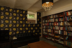 Country Estate with Barbera d'Asti DOCG and Moscato DOCG vineyards - Library area for guests