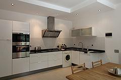 Landsitz mit Barbera d'Asti DOCG und Moscato DOCG Weinbergen zum Verkauf im Piemont Italien - Owner accommodation - Kitchen