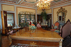 Schloss zum Verkauf in der Region des Piemont, Italien - Music room with wonderful frescoes on the ceilings