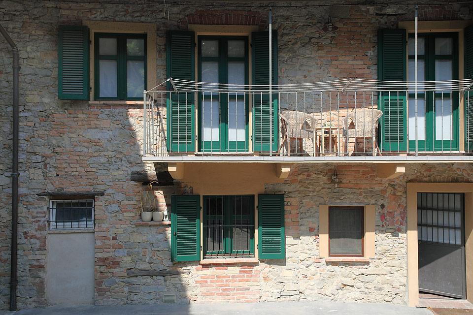 Casa in vendita nelle langhe del piemonte monforte d 39 alba for Piani inglesi della casa del cottage del tudor