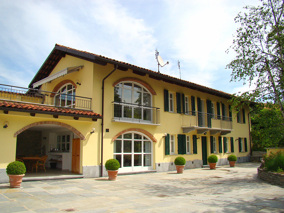 Country home in the langhe neive 6763 piedmont property Arredi di lusso casa