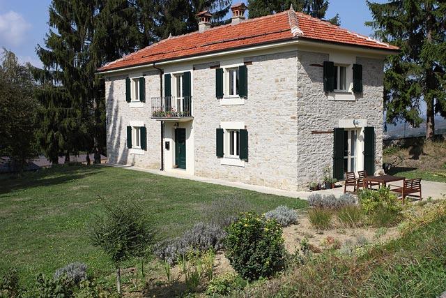 Casa di campagna ristrutturata in alta langa levice 6767 for Case antiche ristrutturate