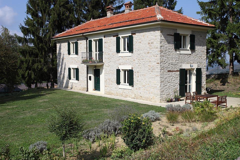 Casa di campagna ristrutturata in alta langa levice 6767 for Case ristrutturate da architetti foto