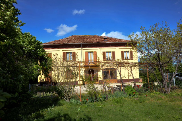 Traditional italian country house for sale in piemonte for Italian country homes