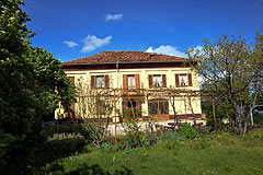 Traditional Italian Country House for sale in Piemonte. - Beautiful Langhe style home requiring restoration. Excellent renovation project. The property also has it's own vineyard