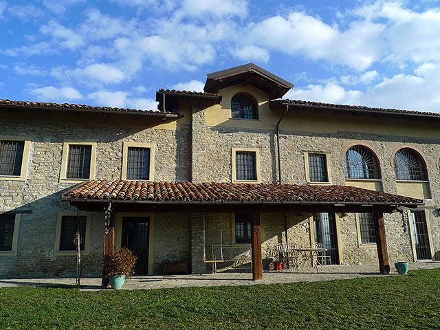 italienischen luxus bauernhaus zu verkaufen in piemont in italien alba 6777 piedmont property. Black Bedroom Furniture Sets. Home Design Ideas