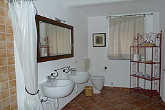 Luxury Country Home for sale in Piemonte - Rustic style bathroom