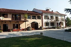 Azienda in vendita in Piemonte - Front view of the property