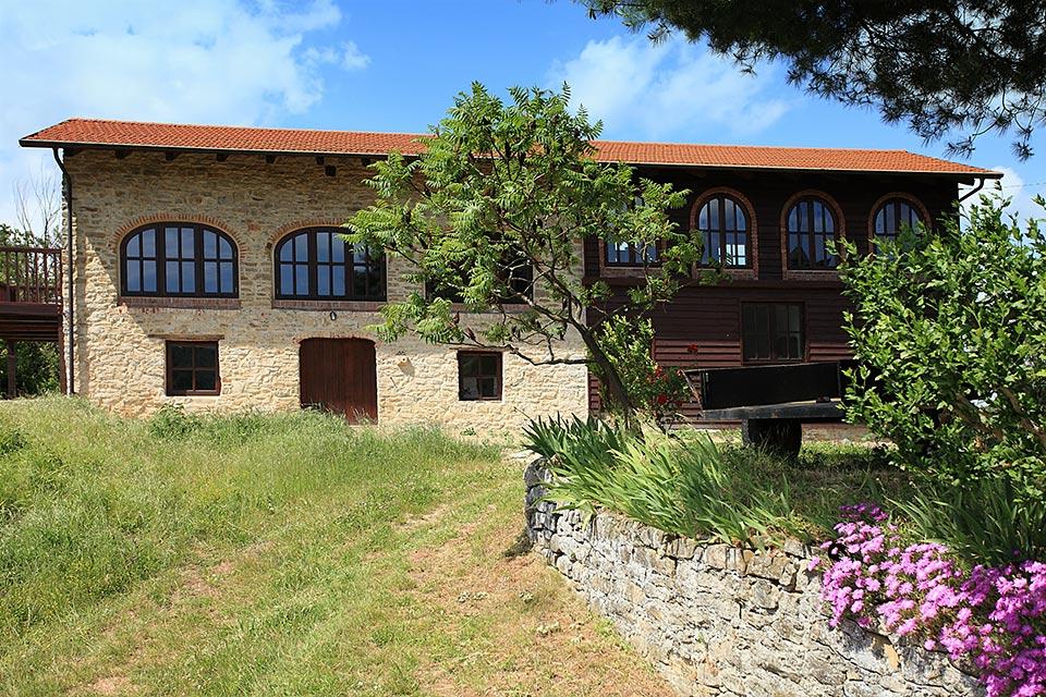 Casa di campagna in vendita nella regione langhe piemonte cravanzana 6781 piedmont property - Ristrutturare casale in pietra ...