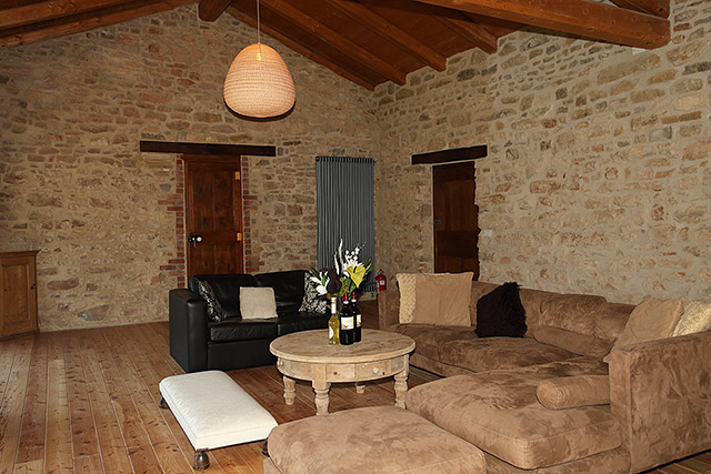 Casa di campagna in vendita nella regione langhe piemonte - Pavimentazione esterna casa di campagna ...