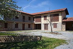 Restored Italian farmhouse for sale in Piemonte - The property is a traditional L shape