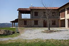 Restored Italian farmhouse for sale in Piemonte - Courtyard area