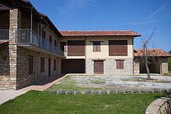 Restored Italian farmhouse for sale in Piemonte - L shape property