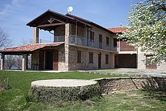Restored Italian farmhouse for sale in Piemonte - View of the property
