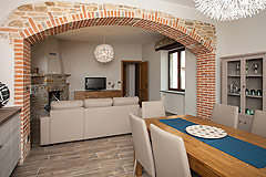Restored Italian farmhouse for sale in Piemonte - Dining area with exposed brick