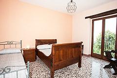 Restored Italian farmhouse for sale in Piemonte - Bedroom