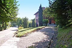 Historic Houses for sale in the Langhe region of Piemonte - Entrance to the property