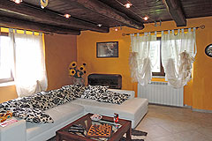 Traditionelles Steinhaus zum Verkauf im Piemont - The property features exposed wooden ceilings