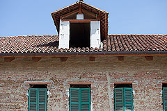 Exciting Investment opportunity in Piemonte - The house features a small tower