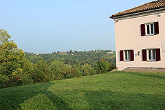 Wonderful Country House in the Asti region of Piemonte. - Front garden area