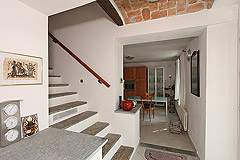 Wonderful Country House in the Asti region of Piemonte. - Original stone staircase