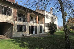 Country Property for sale in the Piemonte region of Italy - This large character property is situated in the Monferrato Hills close to Asti. Price negotiable