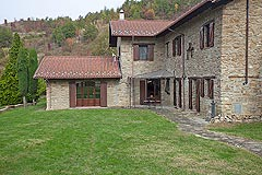 Bella cascina in vendita in Piemonte - The property is a traditional L shape