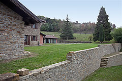 Bella cascina in vendita in Piemonte - The property features old stone walls