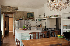 Luxury Country House in the Langhe region of Piemonte - Dining and kitchen area