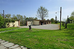 Luxury Country House with business potential in Piemonte - Garden and parking area