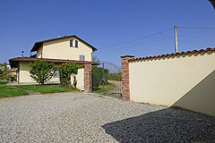 Luxury Country House with business potential in Piemonte - Entrance to the property