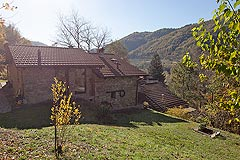 Beautiful Italian Country House for sale in Piedmont. - Back view of the property