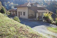 Landhaus zum Verkauf im Piemont - Back view of the property