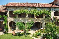 Häusergruppe zum Verkauf im Piemont - House 1 - Traditional Piemontese arches