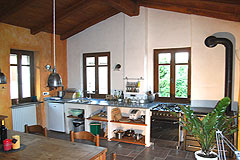 Gruppo di case in vendita in Piemonte. - House 5 - Kitchen and dining area