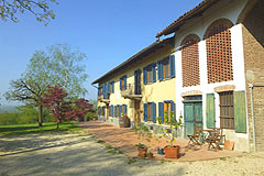 Country Estate for sale in the Asti region of Piemonte - Courtyard area