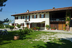 Beautiful Country House with panoramic location in Piemonte - Beautiful country home with Swimming Pool in the famous Langhe wine growing region.