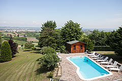 Elegante proprietà in vendita in Piemonte - Panoramic views over the pool