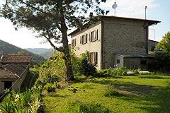 Cascina in vendita in Piemonte. - Side view of the property